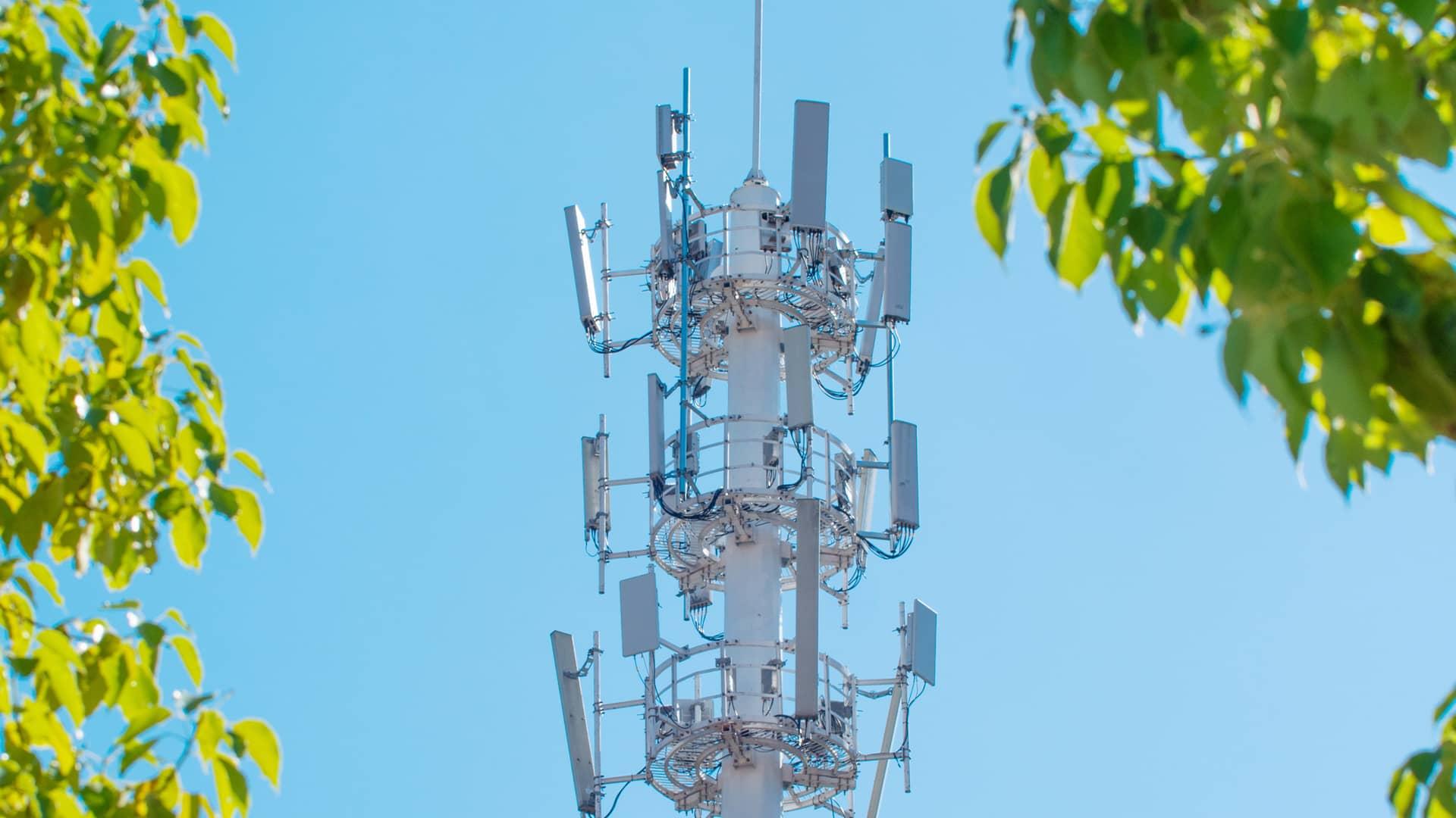 Antena dando cobertura a clientes alterna
