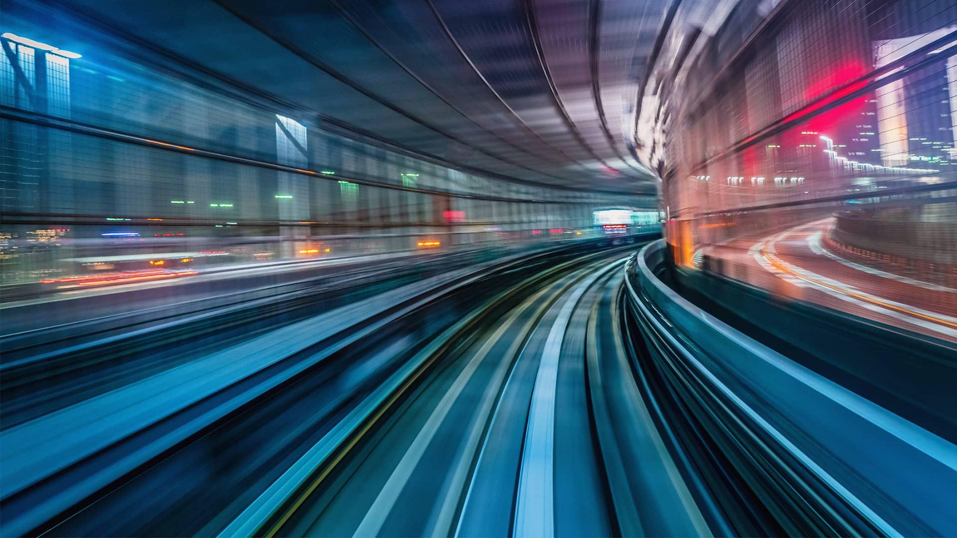 Imagen abstracta de tren en movimiento simboliza mejor cobertura adsl fibra