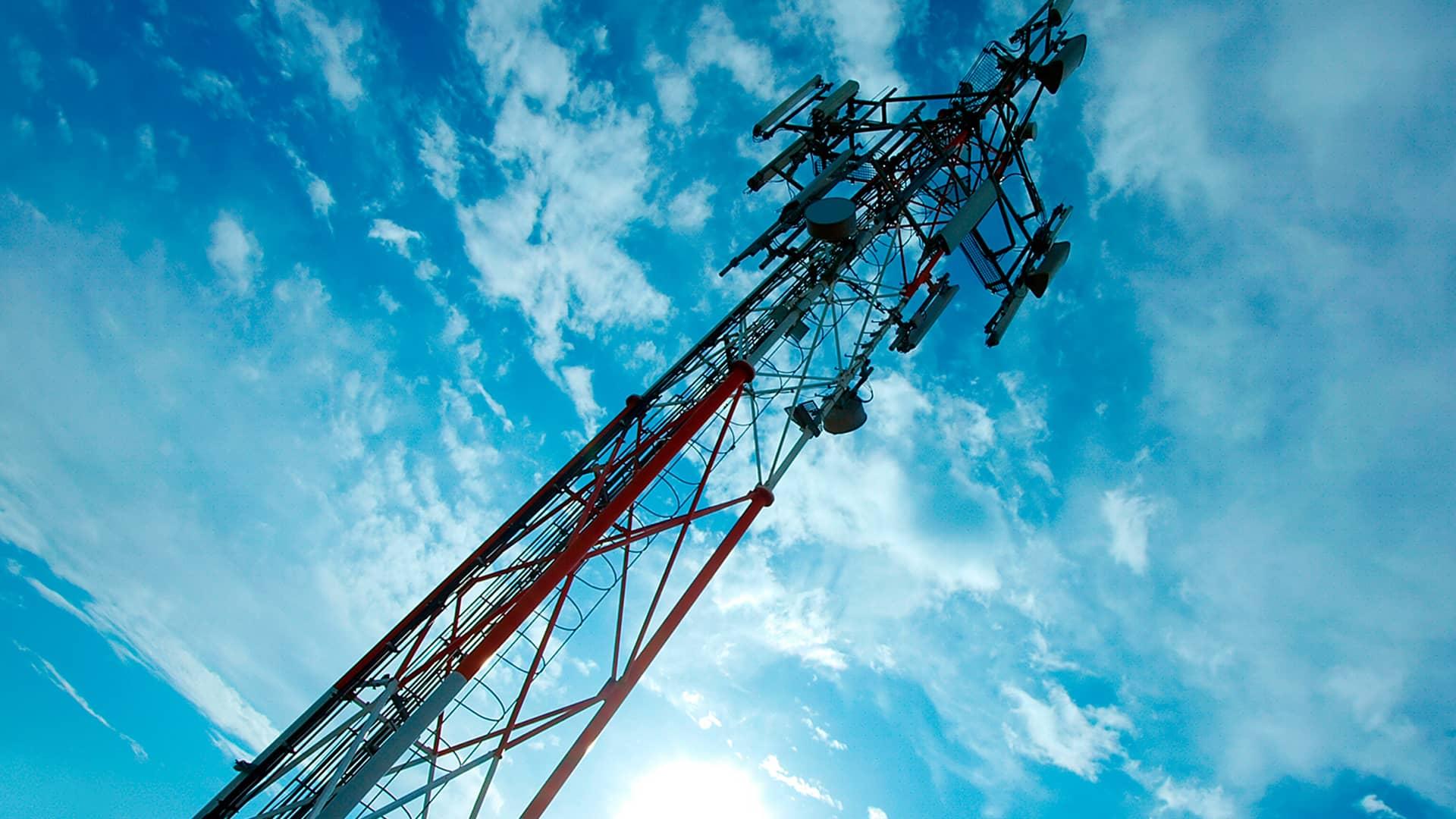 Antena simboliza tecnología moviles 5g