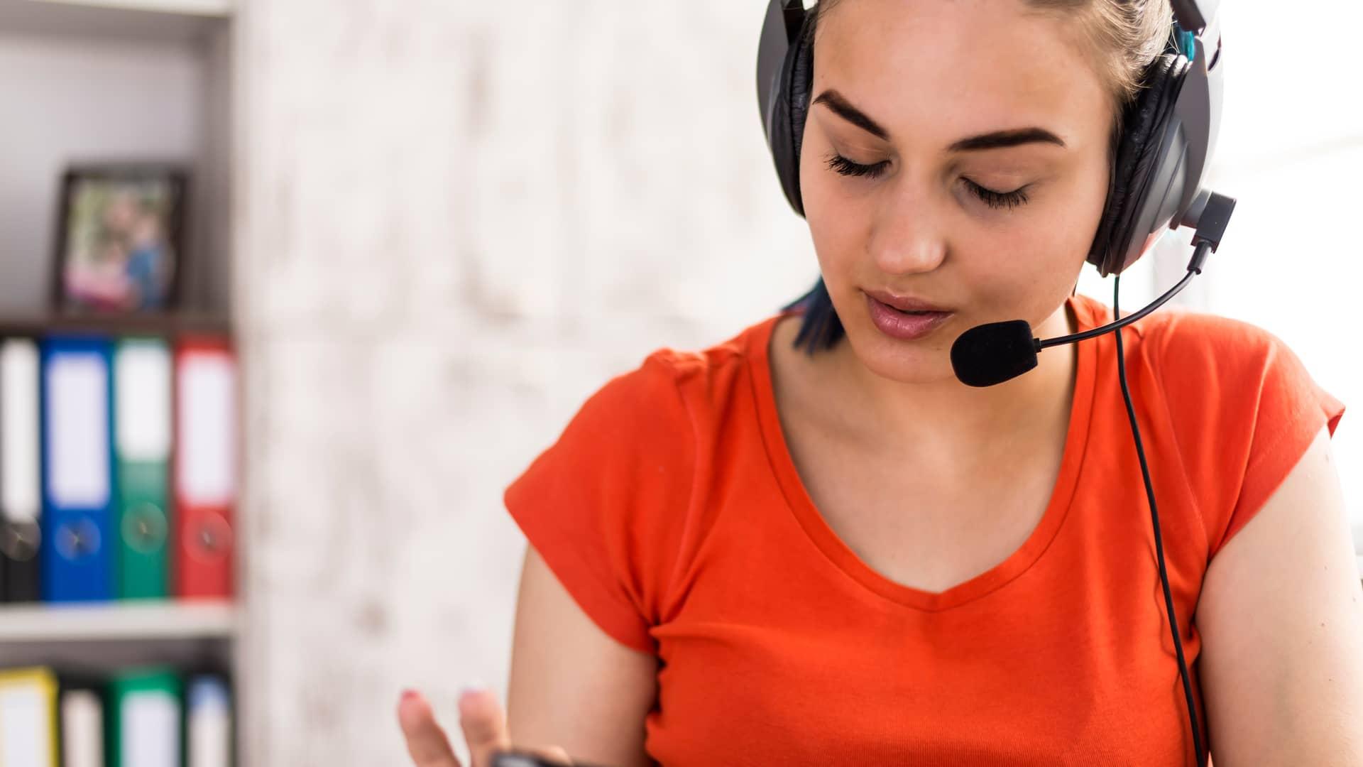 Teleoperadora euskaltel representa atención al cliente