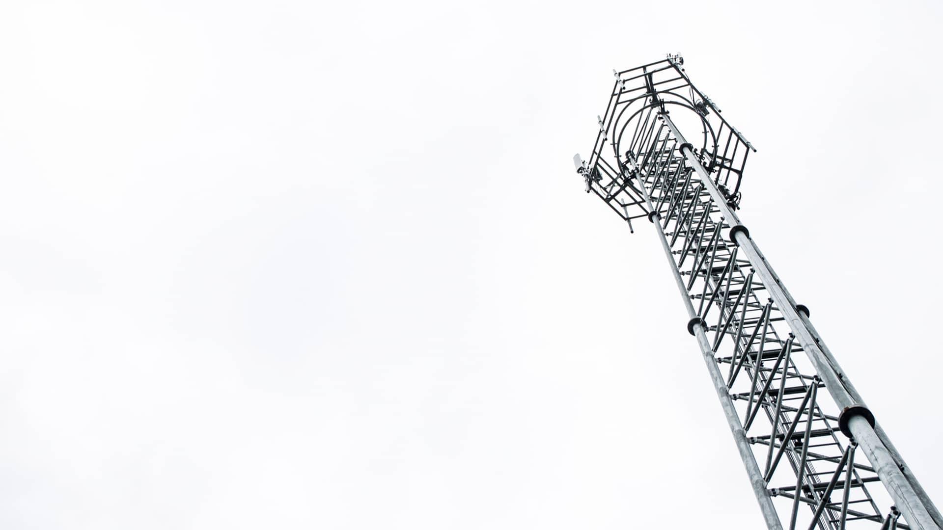 Antena de telefonía simboliza cobertura compañía mundor