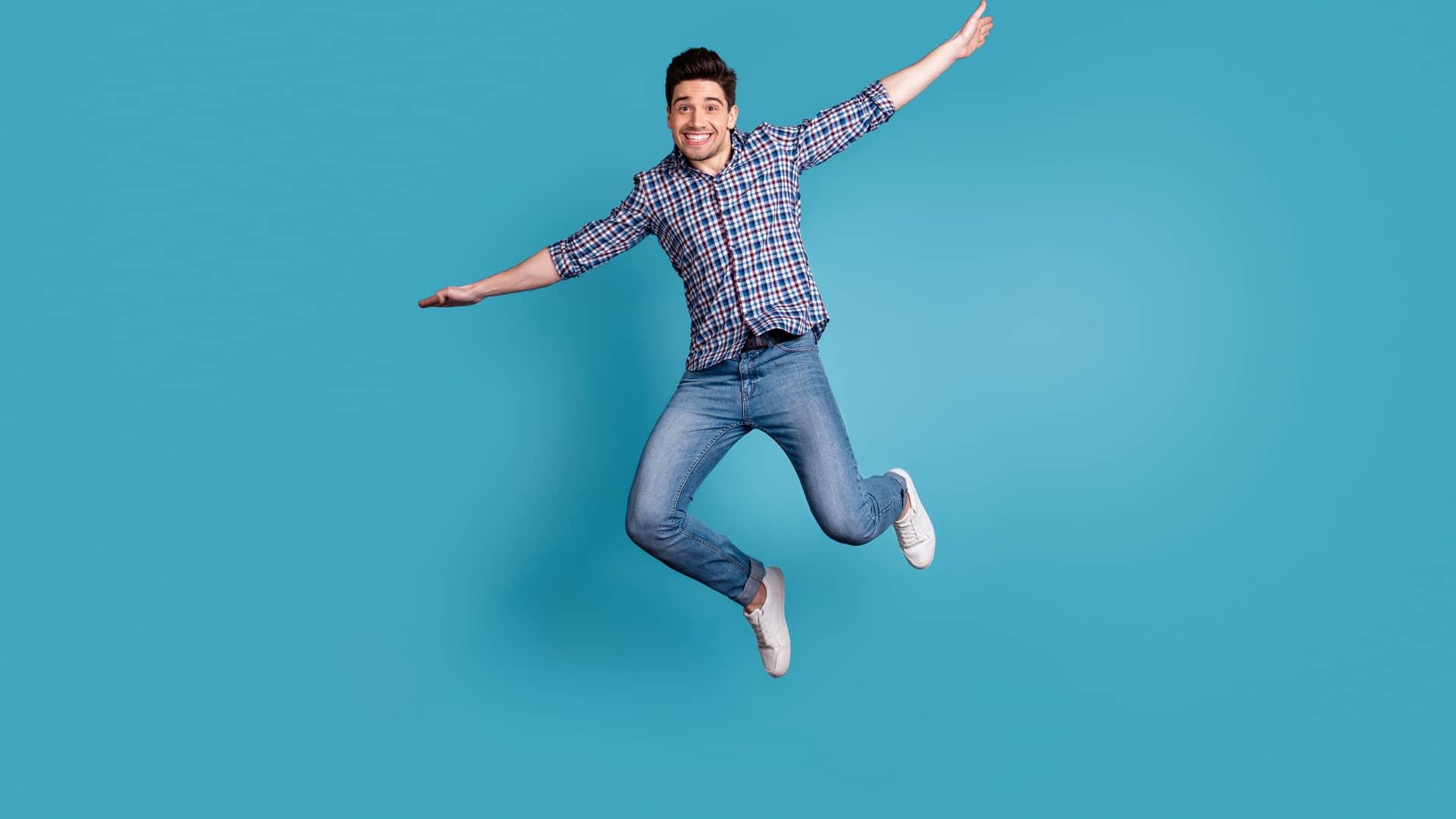 Joven saltando simboliza portabilidad compañía o2
