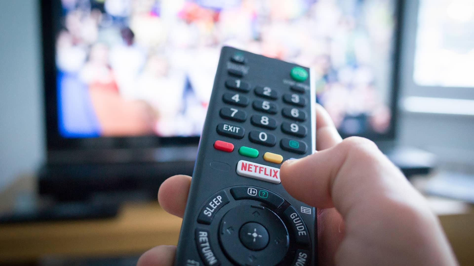 TV con Control remoto con botón de Netflix