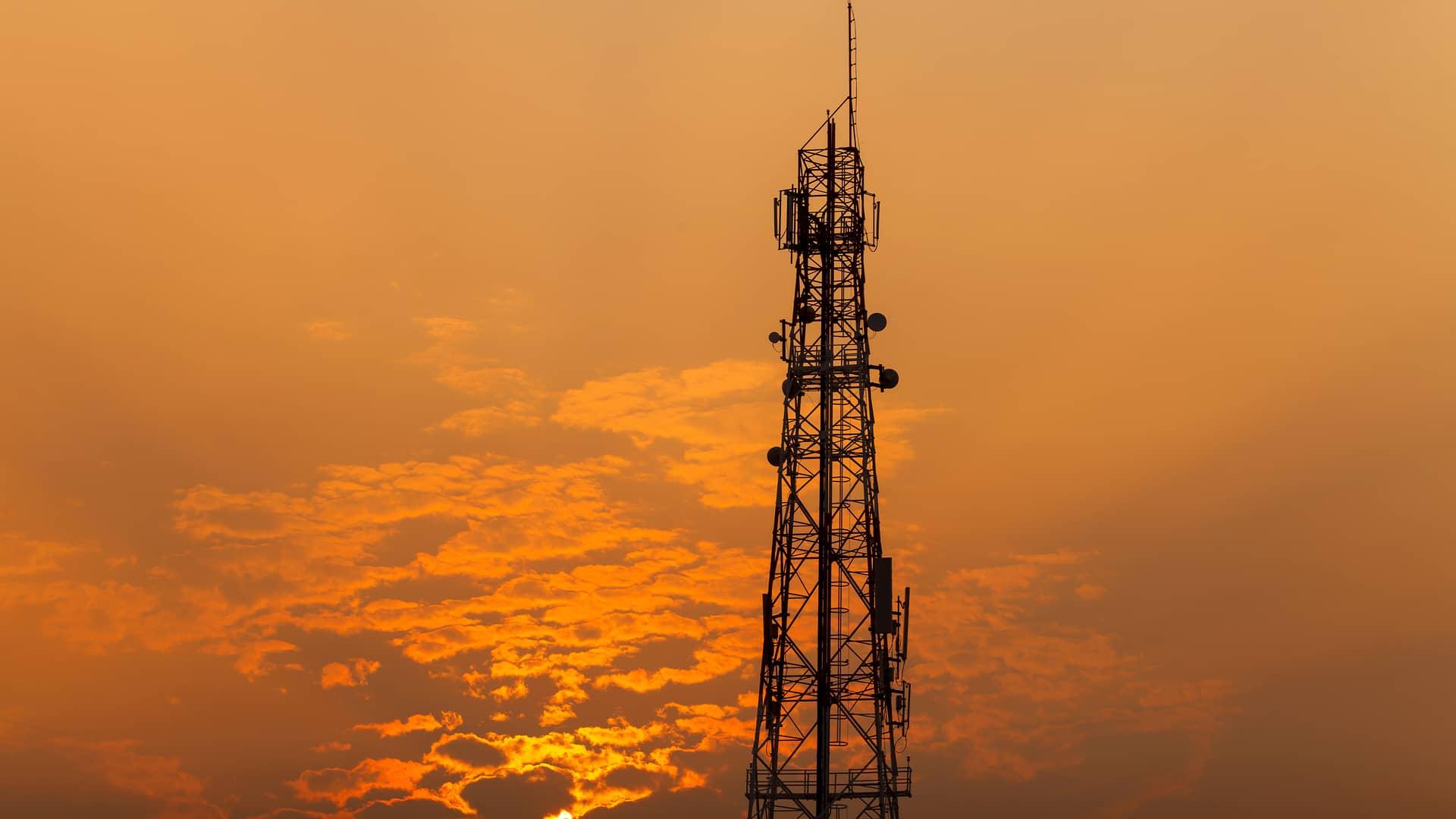 Antena telefonía simboliza cobertura del racc