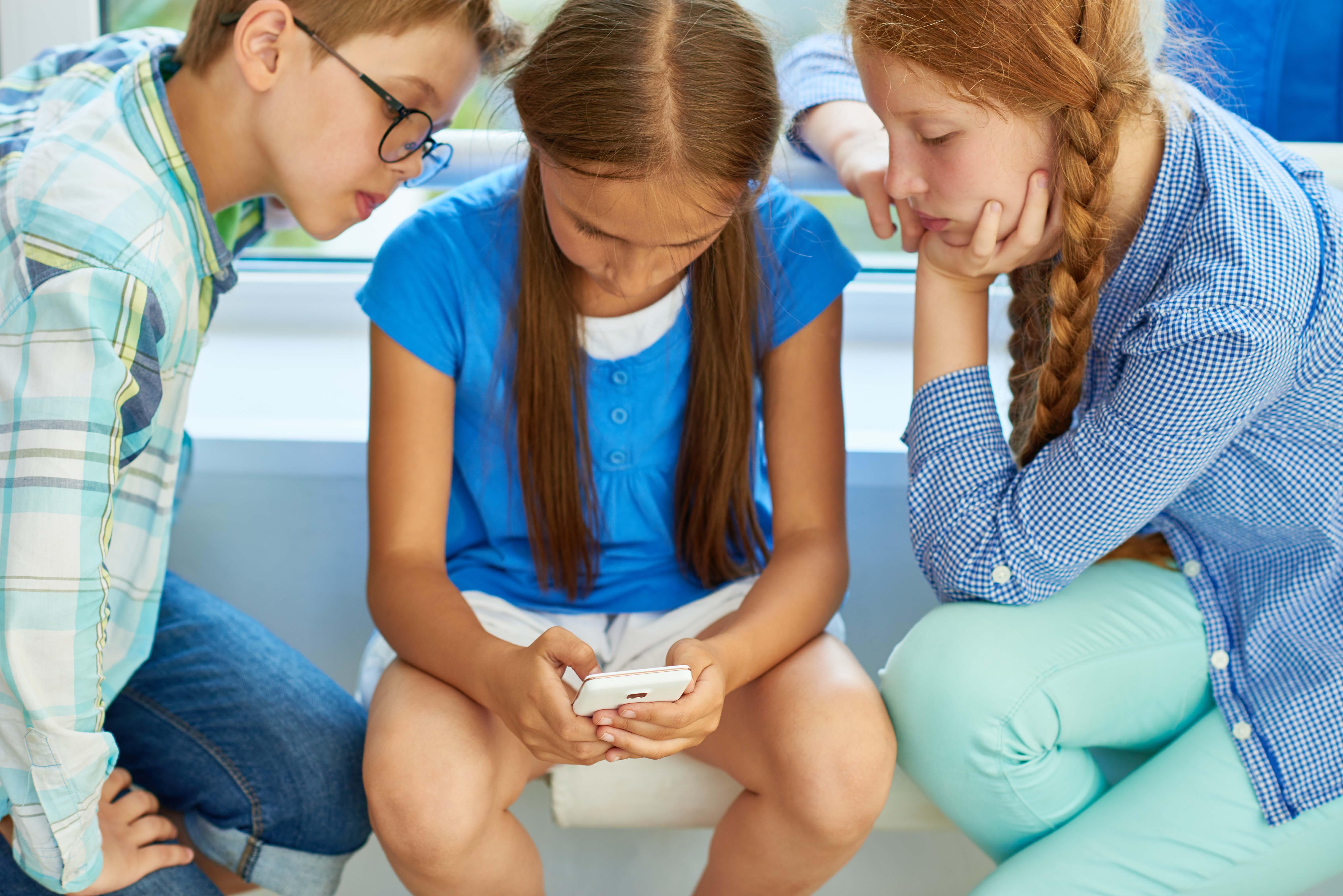 niños con adicción al móvil