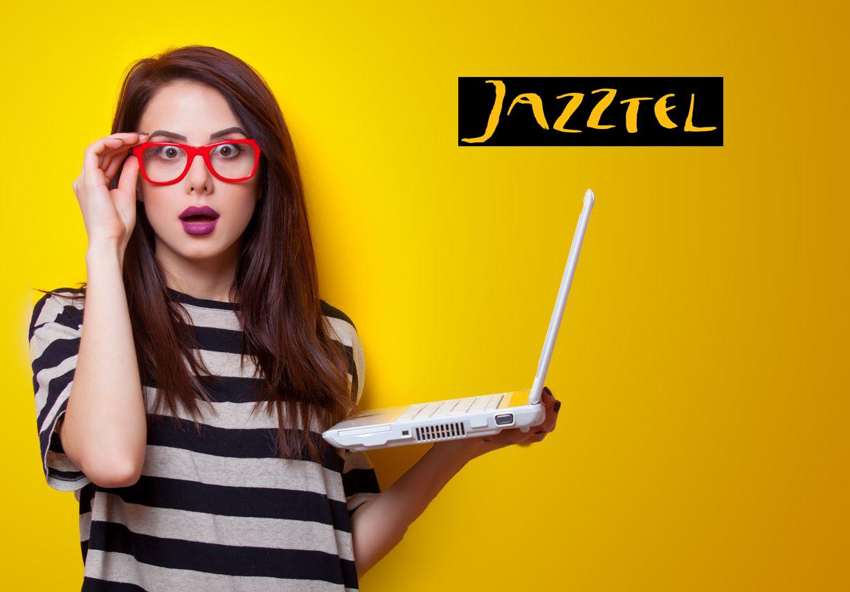 Chica disfrutando de la promoción Jazztel fibra