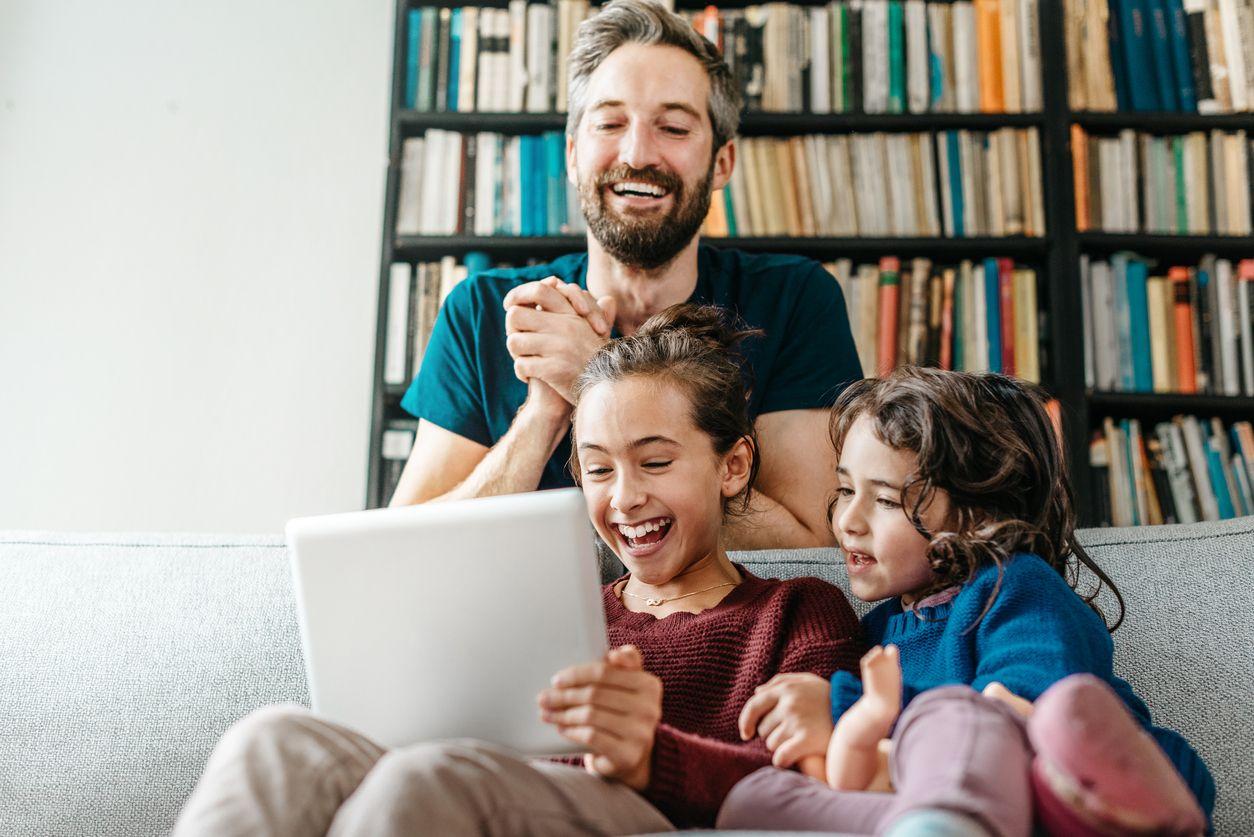 Familia disfrutando de Internet con Pepephone