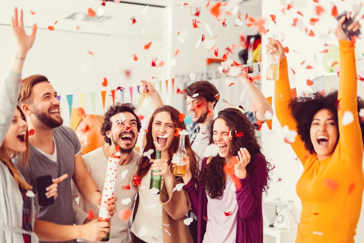 Chicos celebran el movil gratis con Orange