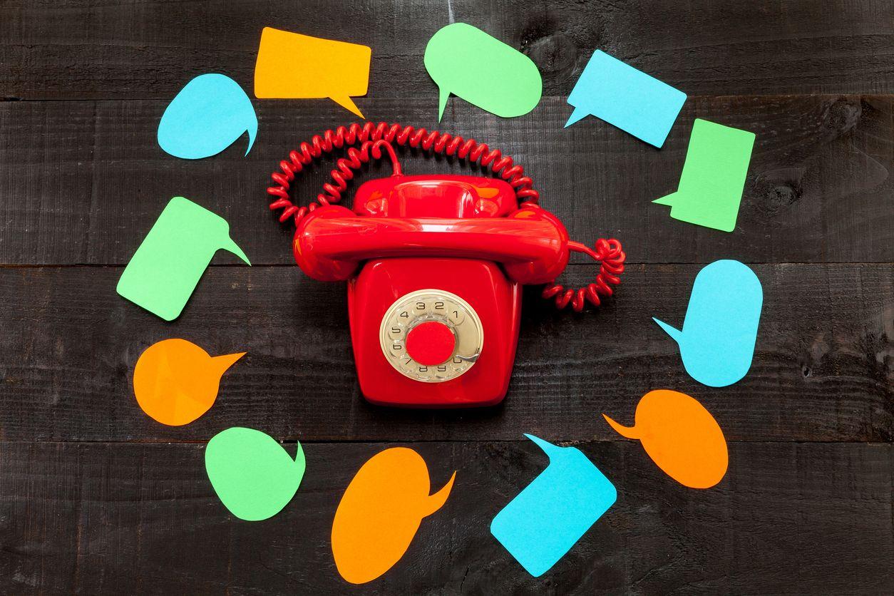 Teléfono fijo rojo