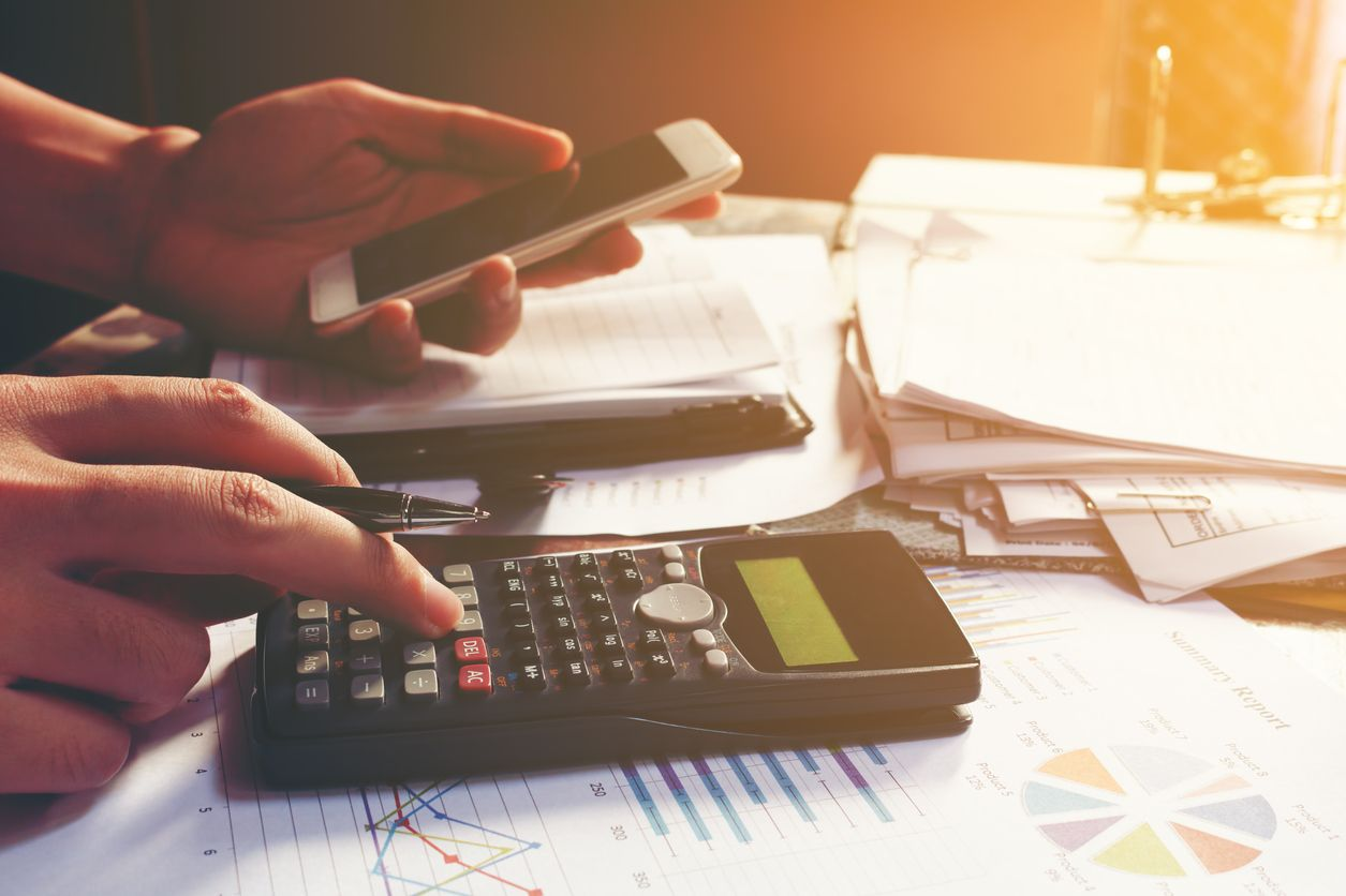 Calculca con una calculadora el ahorro al unificar facturas