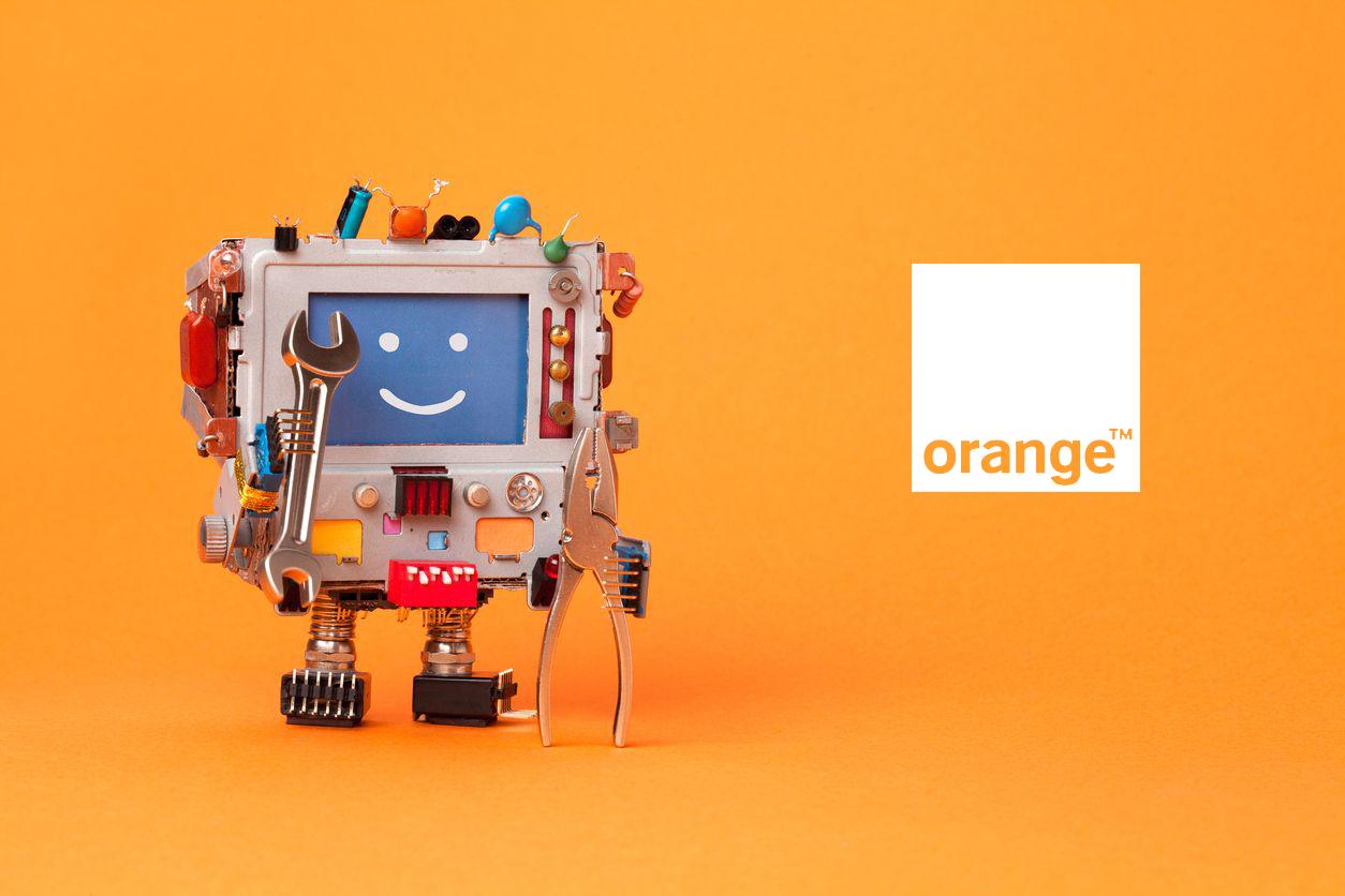 Robot contando su experiencia con Orange