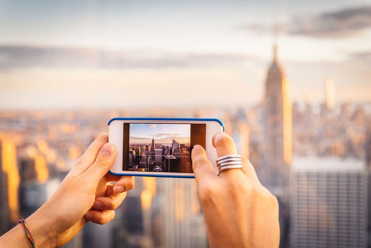 Chica hace foto en el extranjero gracias al roaming orange